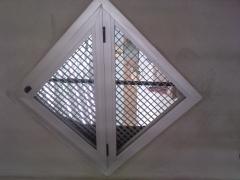 Ventana aluminio triangular polideportivo campoamor alcantarilla