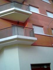 Balcones en edificio mula