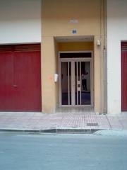 Puerta edificio mula