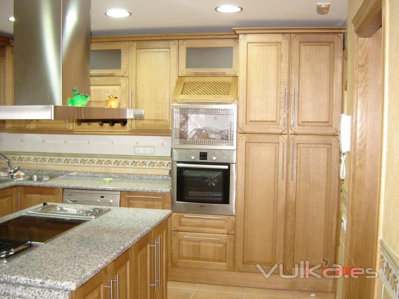 Foto cocina en roble for Muebles de cocina roble
