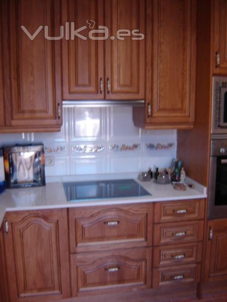 Foto cocina clasica en madera de roble for Cocinas de madera de roble