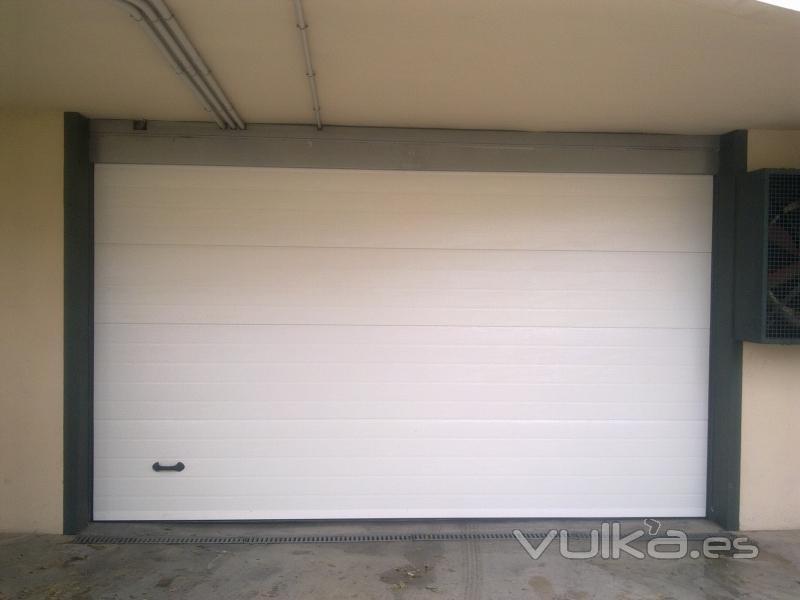 Monmatic s l puertas y automatismos - Puertas abatibles garaje ...
