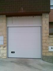 Puerta seccional sustituyendo puerta basculante