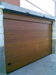 Puerta imitacion madera automatica