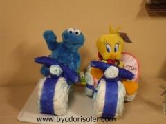 Moto y triciclo hechos con pa�ales dodot  de reci�n nacido