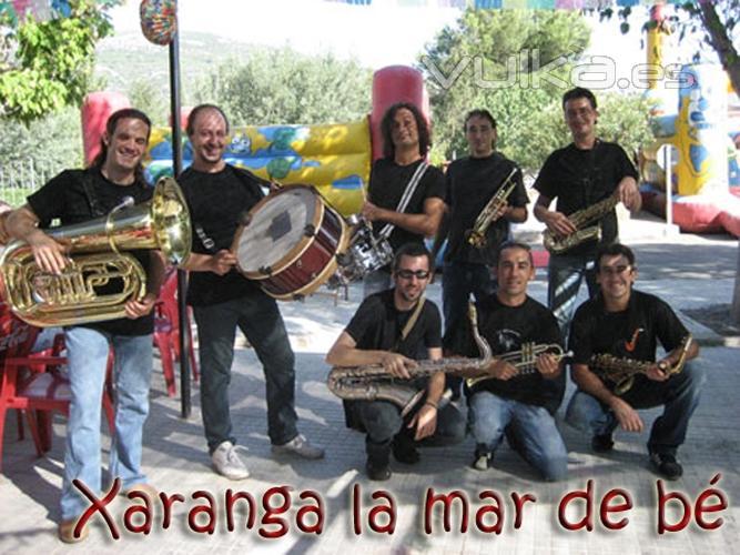 Esta formación nos ofrece un variado repertorio con el que amenizar fiestas populares, pasacalles, desfiles y todo ...