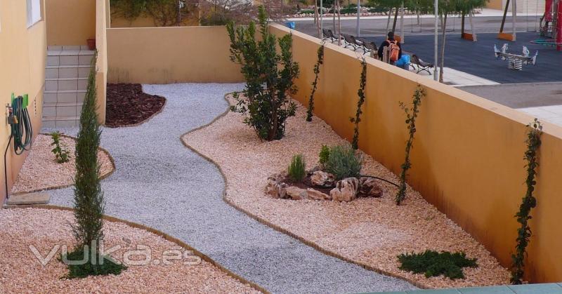 Foto jardines de bajo mantenimiento for Jardines con poco mantenimiento