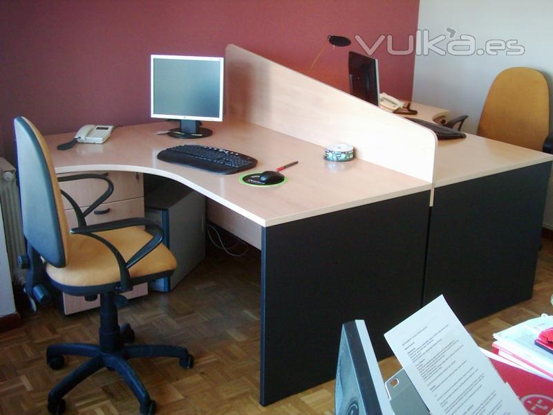 Foto mobiliario de oficina puestos operativos ergon micos for Mobiliario ergonomico de oficina