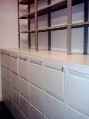 Conjunto de archivadores carpeta con estanter�as superiores