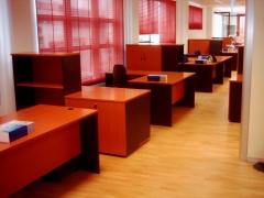 Mobiliario de oficina: puestos operativos madera