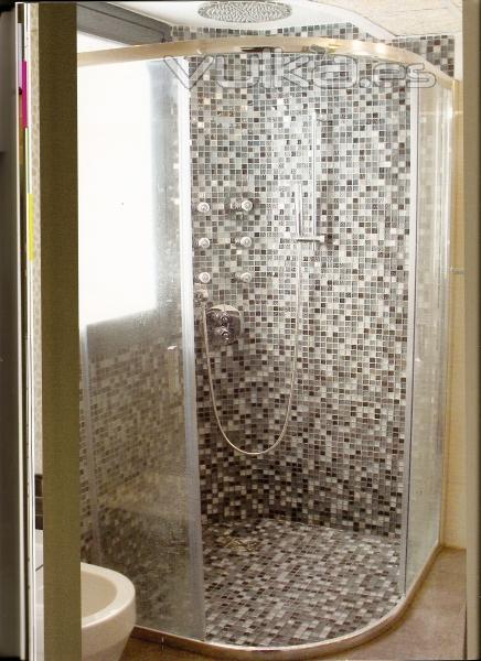 Foto ducha y columna hidromasaje realizada de obra y for Mamparas de ducha de obra