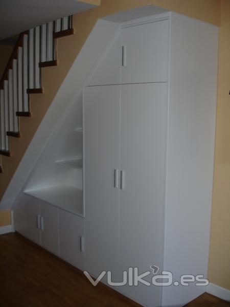 Foto mueble bajo escalera for Muebles bajo escalera fotos