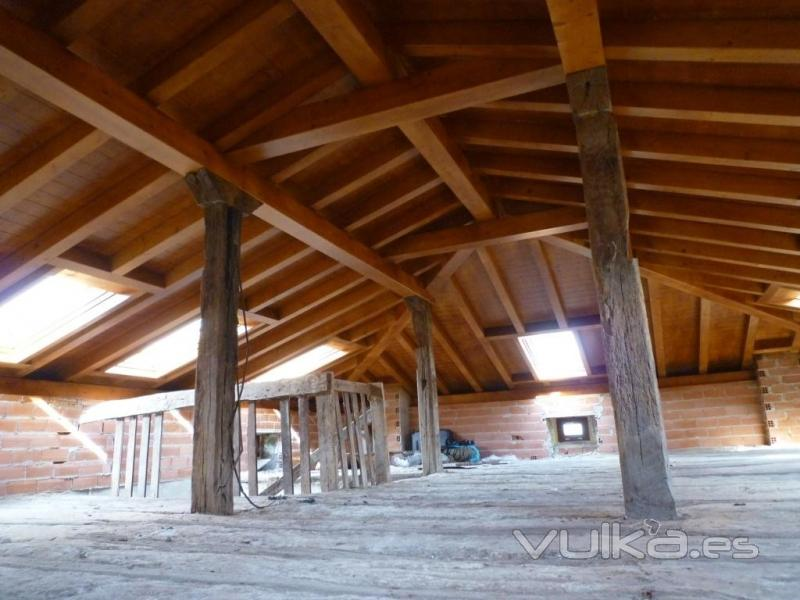 Foto cubierta a tres aguas sobre pilares - Estructura de madera para cubierta ...