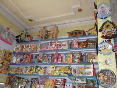 El interior de nuestra tienda. en el que se puede ver los juguetes que vendemos.