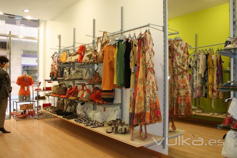 Foto tienda de moda se ora calzado ropa bolsos - Complementos de bisuteria ...