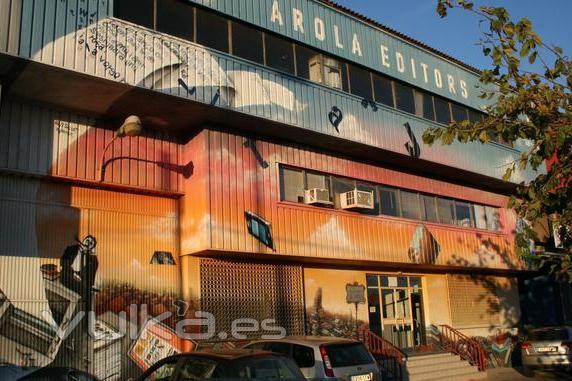 Decoración mural en Nave industrial, gran formato.