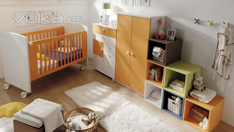 Foto habitacion infantil con cubos para apilar de varios for Colores para habitacion infantil