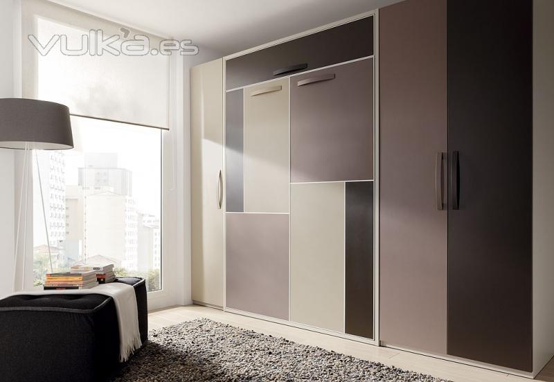Foto dormitorio con cama vertical con altillo puertas for Puertas japonesas