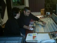 El productor Gino LaRed y el ingeniero de sonido Michel Martín, CD