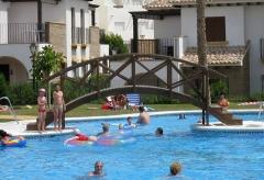 Puente de madera para piscina
