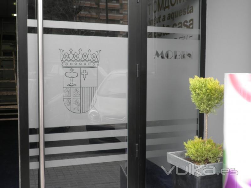 Foto decoraci n puertas acceso bingo con vinilo al acido for Cuadros decoracion zaragoza