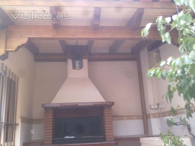 Barbacoas con techo de madera