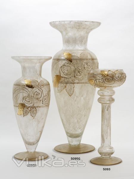 Foto jarrones y candelabro en cristal decorado toscana - Jarrones de cristal decorados ...
