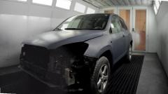 Cabina de pintura de coche en el taller carrocerias la galana, vitoria.