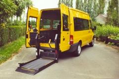 Plataforma hidr�ulica y autom�tica para furgones elevados.