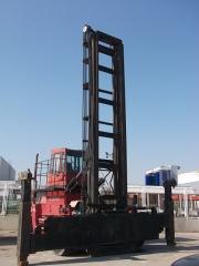 Smv con spreader , capacidad 16ton ,altura 4.00mt , largo 5.30mt , ancho 3.40mt , motor volvo