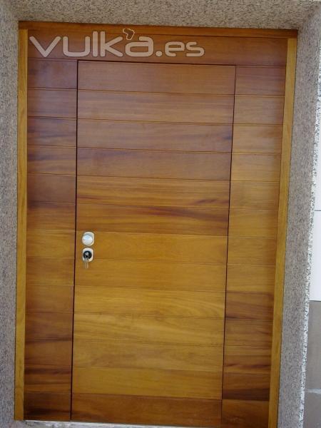 Puertas de seguridad acorazadas a d l distribuidor for Puertas de iroko exterior