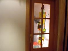Vidriera fussing abstracta en puerta de cuarterones. vivienda particular