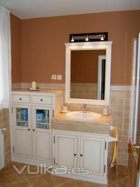 Foto mueble de ba o lacado en blanco roto embejecido for Mueble bano blanco