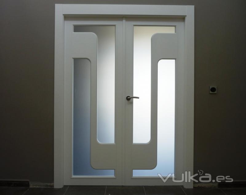 Foto puerta doble de sal n - Cristales para puertas de salon ...