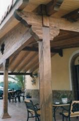 Detalle de pilares de pergola