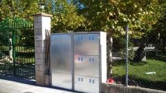 Armario izda. contadores de luz, armario dcha. contadores de gas, agua y telecomunicaciones