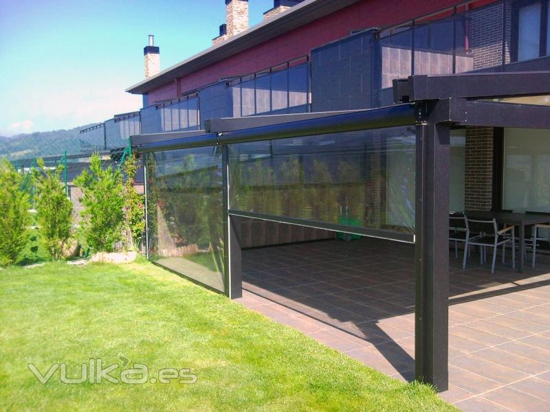 Foto bajantes transparentes para disfrutar de la terraza for Toldos moviles para terrazas