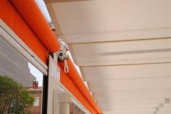 Toldo en terraza restaurante. toldo vertical y toldo plano.