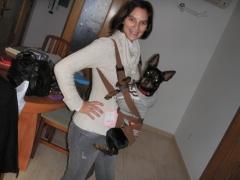Muntu y ana probando nuestra mochila portadog
