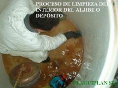 Proceso de limpieza del depósito de agua sanitaria