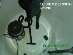 Proceso de limpieza y desinfecci�n de dep�sitos de agua fr�a sanitaria