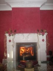 Colocacion de cornisa de escayola, chimenea en pladur y paredes en estuco color  magenta