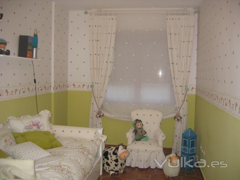 Foto habitacion infantil empapelada y decoracion textil - Textil habitacion infantil ...