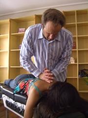 Centro barry quiropractica. quiropractor mark. experto en dolor de espalda.