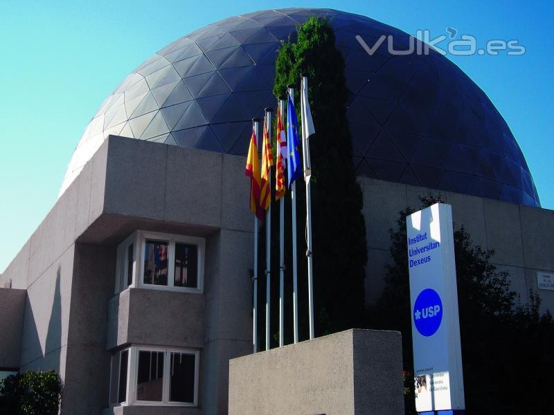 Foto celosias aluminio c pula planetarium barcelona for Empresas de construccion en barcelona