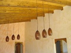 Comedor con vigas vistas y pintado en r�stico