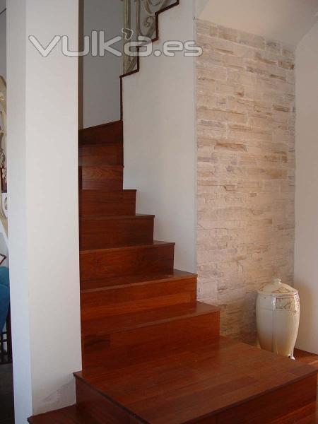 Foto escalera en madera de jatoba - Escalera de madera de pintor ...