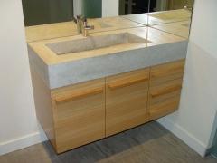 Mueble de ba�o a medida en roble, lavabo en piedra bateig