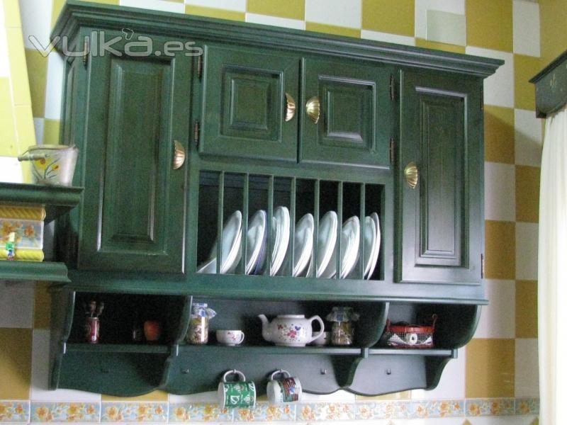 Foto platero de madera de pino pintado for Armario platero cocina