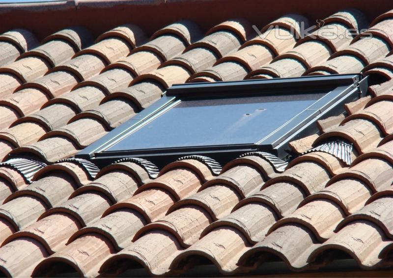 Foto velux sobre teja mixta centenaria tierra de tejas borja - Tejas borja torrejon ...